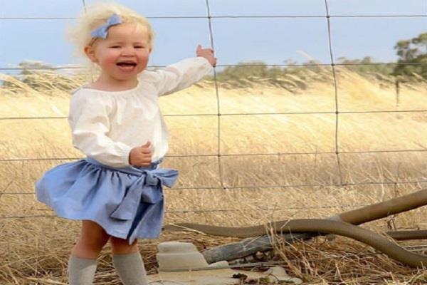 बेटी की प्यारी सी हंसी देख उड़े मां के होश