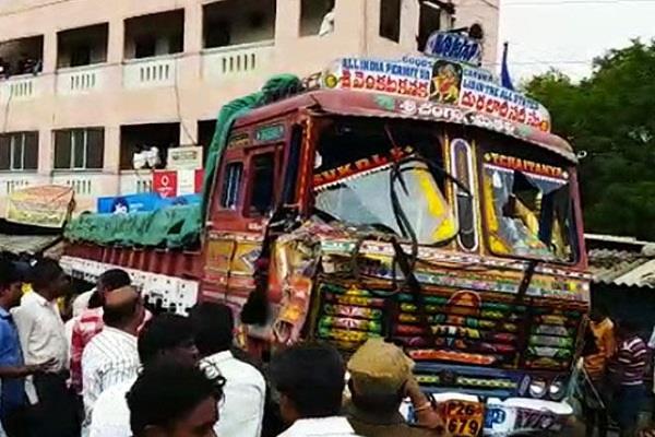 चित्तूर में ट्रक ने भीड़ को कुचला, 20 लोगों की मौत