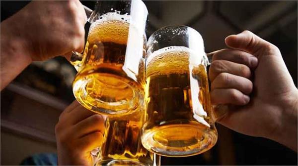 पब्लिक प्लेस में शराब का मजा बना सजा, 21 पियक्कड़ पहुंचे हवालात