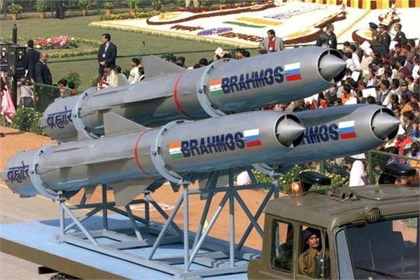 नेवी ने ब्रह्मोस मिसाइल के नए वर्जन का किया सफल परीक्षण