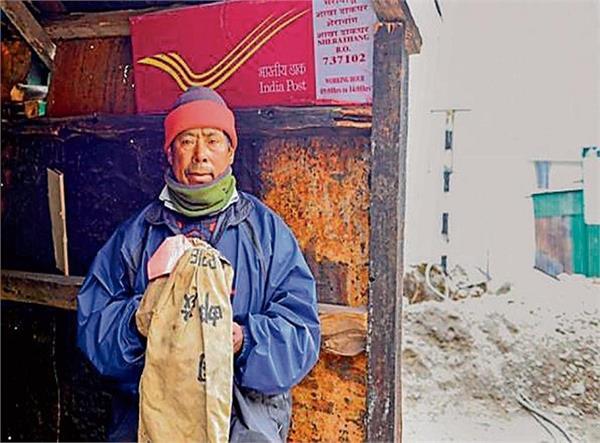 ये भारतीय पोस्टमैन चीन जाकर करता है चिट्ठियां 'डिलीवर'