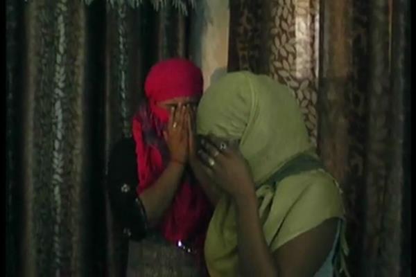 टूरिस्ट बंगले में चल रहे सैक्स रैकट का भंडाफोड़, पुलिस को देखकर मुंह छिपाने लगीं युवतियां