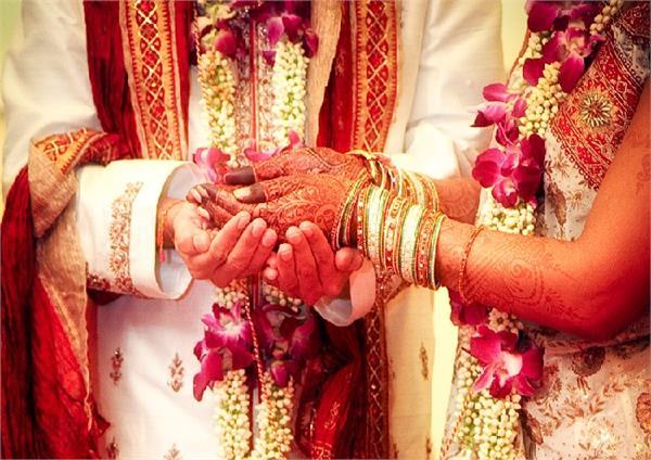 शादी में दुल्हे ने कायम की अनाेखी मिसाल, सब कर रहे तारीफ!