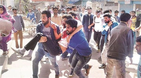 बटमालू घटना में BSF का जवाब: भारी पत्थराव और राइफल छीनने की कोशिश के बाद की फाइरिंग