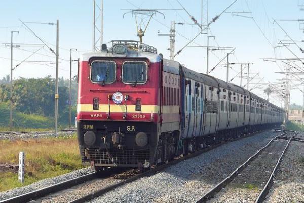 रेलवे में नौकरी लगवाने के नाम पर 8 लाख ठगे