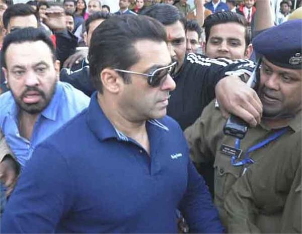 अार्म्स एक्ट केस: सलमान खान को कोर्ट में पेश होने का आदेश