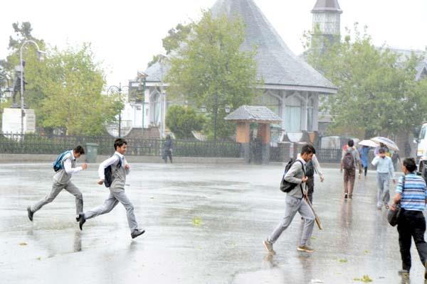 हिमाचल में राहत की बूंदाबांदी, मौसम हुआ Cool-Cool