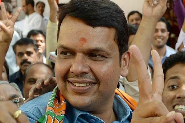 आजादी के बाद लातूर से पहली बार चुनाव हारी कांग्रेस, फडणवीस फिर बने हीरो