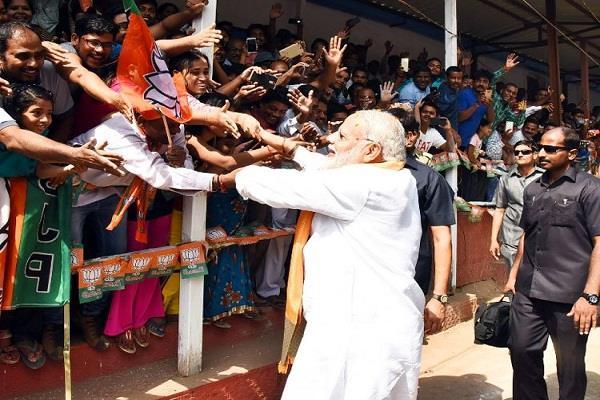 PM मोदी का सूरत में मैगा शो , स्वागत में 25 हजार मोटरसाइकिल की रैली