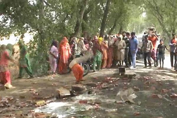 महिलाओं ने शराब का जमकर किया विरोध, कहा गांव में बंद हो ठेका