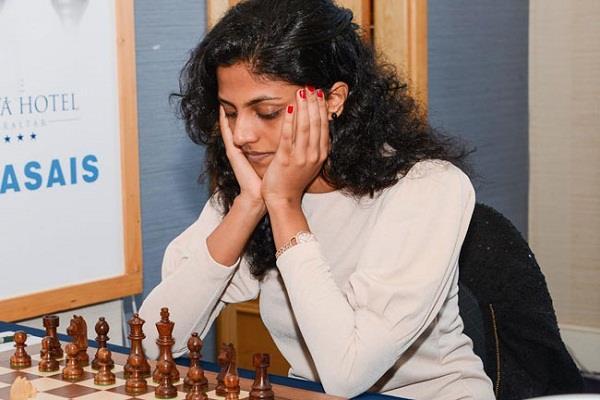 आेपन शतरंज: हरिका की पहले दौर में आसान जीत
