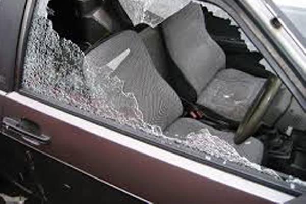 कार चालक ने पुछा रास्ता तो युवक ने मारी ईंट, नहीं बनी बात तो आरोपियों ने पीछा कर दिया वारदात अंजाम