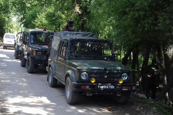 आतंकियों के हथियार तलाशने के लिए सेना ने 18 घंटे तक खंगाला त्राल