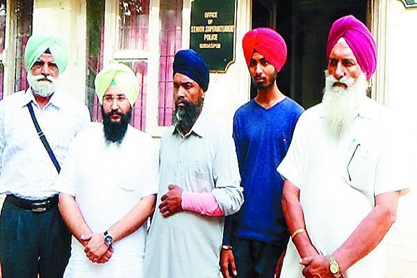 शहीद कुलवंत सिंह के भाई व भाभी जगरूप सिंह सेखवां सहित SSP से मिले