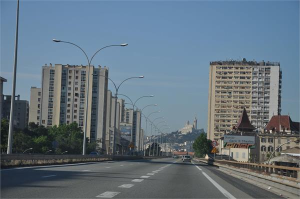 ऊंची इमारतों के सामने बौने साबित हो रहे कायदे-कानून, बिल्डर्स कर रहे नियमों का उल्लंघन