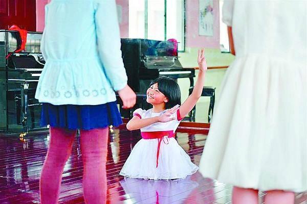 इस छोटी-सी बच्ची को Salute, टांगें गंवाईं मगर हिम्मत नहीं खोई