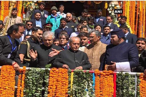 खुले बदरीनाथ धाम के कपाट, राष्ट्रपति प्रणव मुखर्जी ने की पूजा