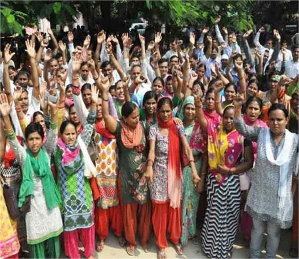 योगी सरकार मेहरबानः शिक्षामित्रों और अनुदेशकों के मानदेय में किया भारी इजाफा