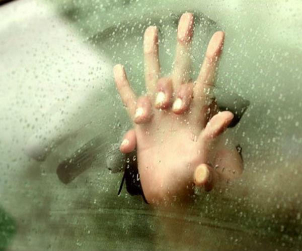 यूपी फिर हुई शर्मसार: चलती कार में युवती से गैंगरेप