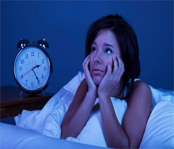रात में ये गलतियां उड़ा सकती हैं आपकी नींद !