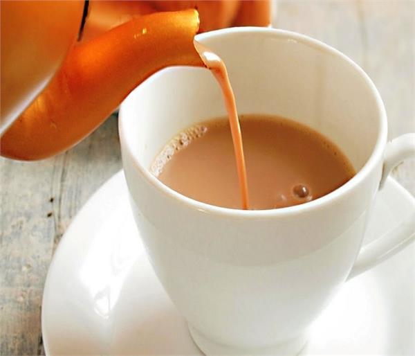 आप भी पीते हैं खाली पेट चाय तो हो जाएं सावधान !