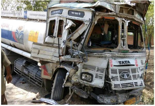 टैंकर-बस की टक्कर में कई सवारियां घायल
