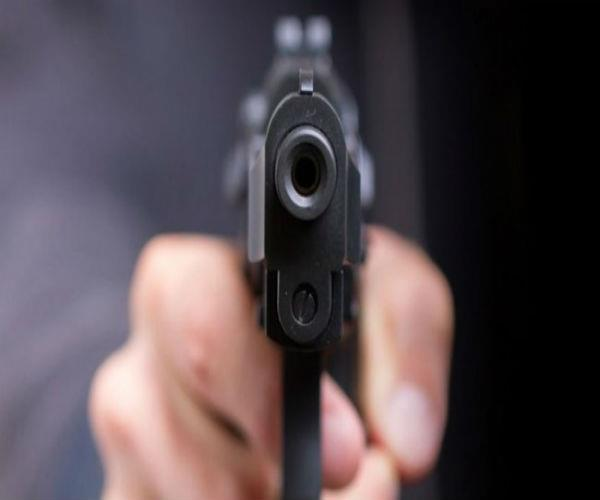 यूपी में बेखौफ बदमाश, शराब के व्यवसायी को गोली मारकर लूटे हजारों रुपए