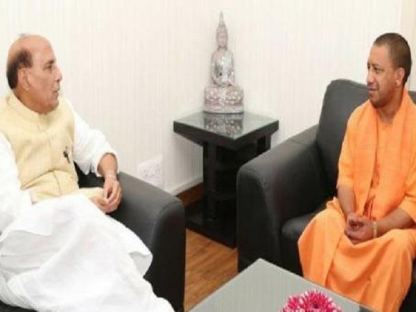 CM योगी से मिले राजनाथ सिंह, योग दिवस के कार्यक्रम पर हुई चर्चा