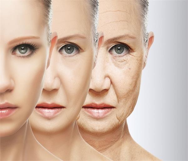 बढ़ती उम्र के असर कम करना है तो चेहरे पर लगाएं ये चीजें