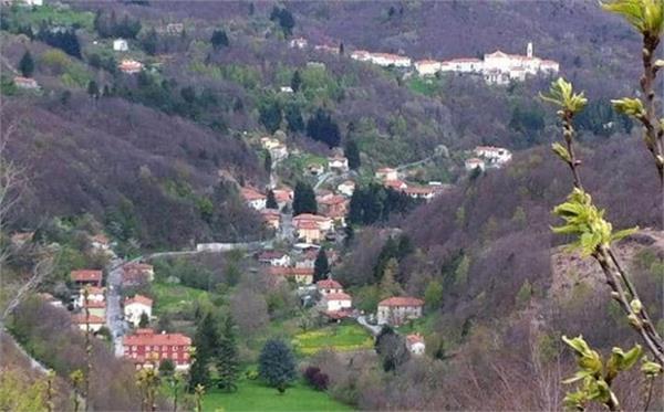 पहाड़ों के बीच बसे इस गांव में रहने पर मिलेंगे 1.5 लाख रुपए!
