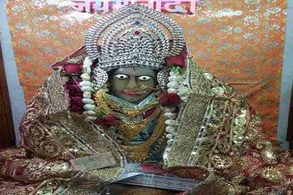 मां लक्ष्मी का अनूठा मंदिर, जहां दिन में तीन बार रंग बदलती है प्रतिमा