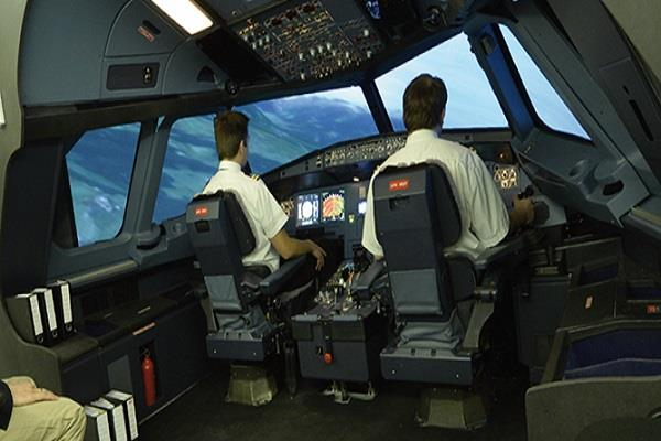 बीच उड़ान पायलट को आया हार्ट अटैक, ऐसे बची 160 यात्रियों की जान