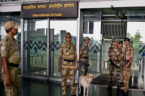 एयरपोर्ट पर तैनात CISF जवान नहीं जा सकेंगे टॉयलेट, मोबाइल भी बैन