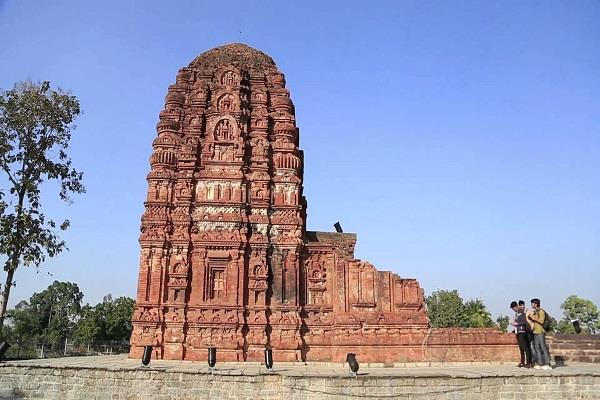 तीर्थ के रूप में प्रसिद्ध है सिरपुर, यहां प्रकट हुए थे त्रिदेव