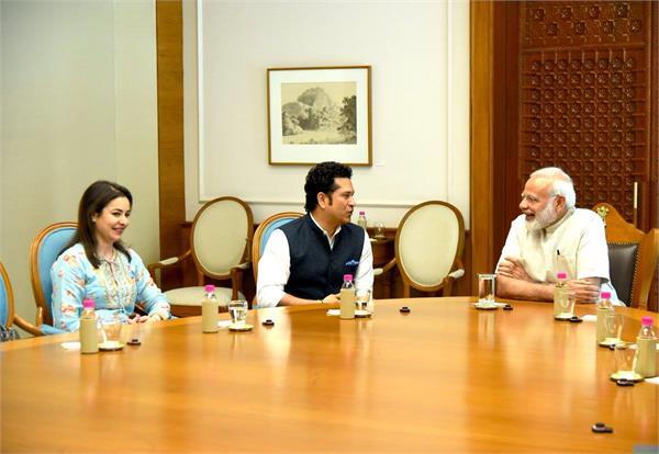 फिल्म रिलीज से पहले PM मोदी से मिले सचिन तेंदुलकर