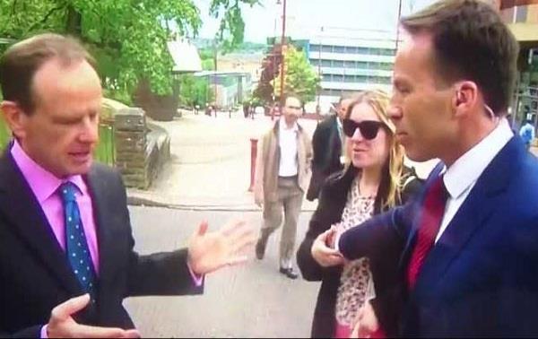 लाइव टीवी पर रिपोर्टर ने महिला को गलत जगह छुआ,पड़ा तमाचा(देखे वीडियो)