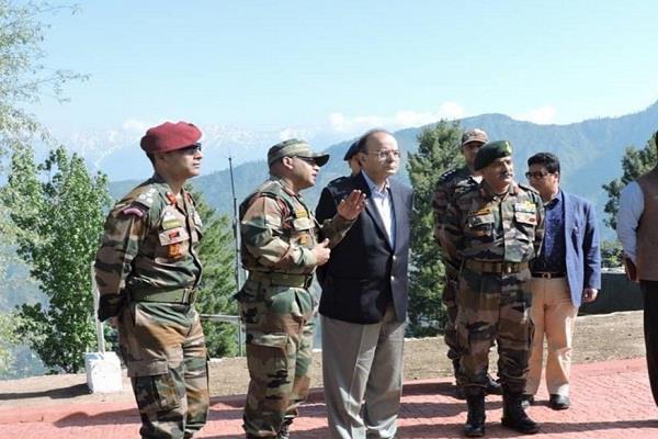 रक्षा मंत्री ने एलओसी पर लिया सुरक्षा का जायजा