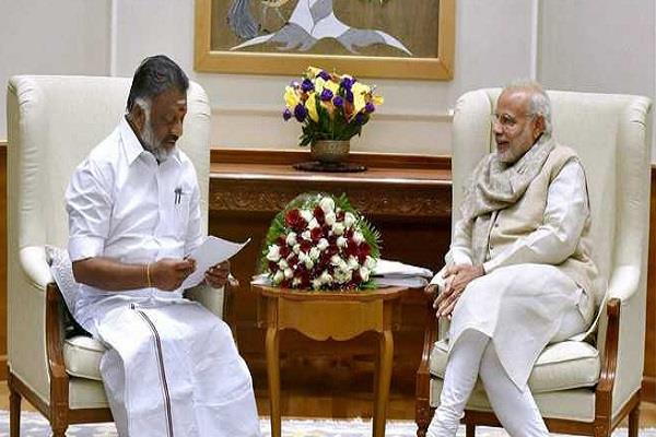 पन्नीरसेल्वम ने की PM से मुलाकात, तमिलनाडु के हालात पर हुई चर्चा