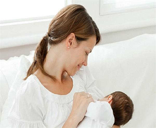Breast feeding के दौरान महिलाओं के लिए जरूरी हैं ये आहार