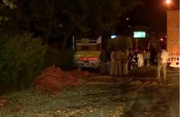 यमुना एक्सप्रेसवे पर आलुओं से भरे ट्रक की टक्कर, 2 की दर्दनाक मौत