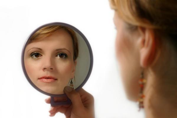 इस समय न देखें Mirror, होता है नुकसान
