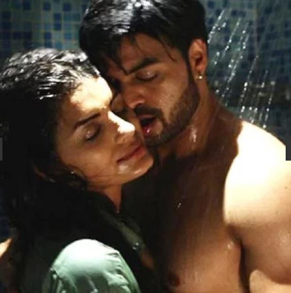 sonali raut and yuvraaj parashar intimate shower scene