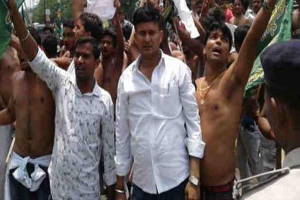 छापों के विरोध में RJD ने भाजपा दफ्तर के बाहर की तोडफ़ोड़