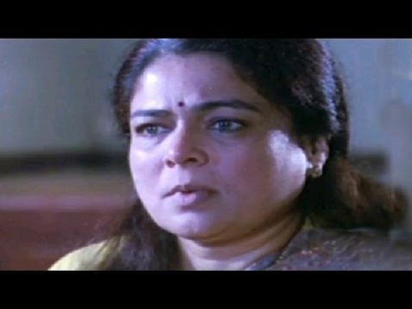 जब संजय दत्त को गोली मारते वक्त डर गई थी रीमा लागू