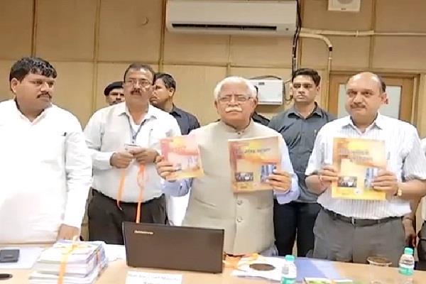 किताबों के बोझ को कम करने की पहल, CM ने ई-पाठ्यपुस्तकों के पोर्टल का किया उद्घाटन