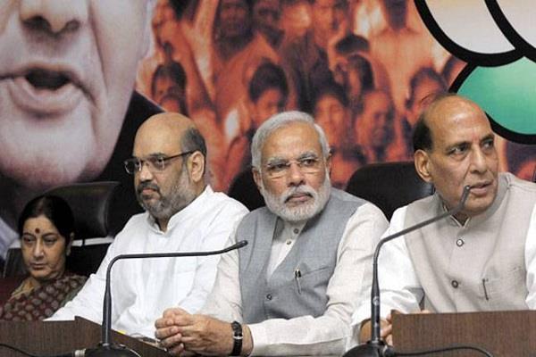 मोदी सरकार के 3 साल: PM पर भारी पड़े यह विवाद