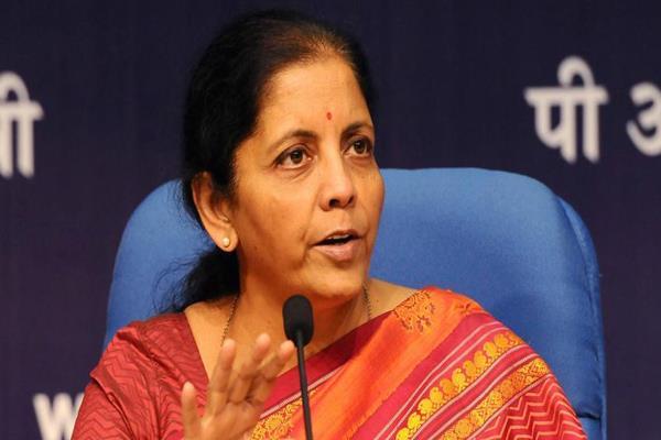 वैश्विक बाधाआें के बावजूद बढ़ रहा है भारत का निर्यात: निर्मला