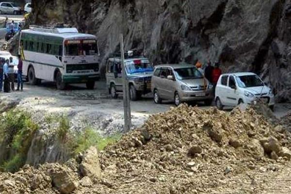 भूस्खलन से बद्रीनाथ राजमार्ग बंद ,रास्ता खुलने में लग सकता है लंबा समय