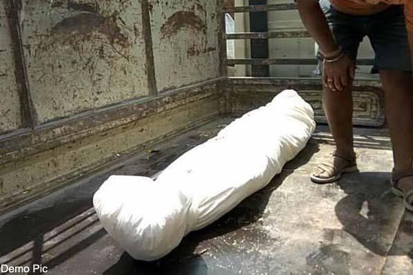 पुलिस ने कब्र खोदकर निकाली लाश, पढ़ें क्या है मामला