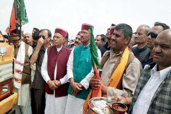 उत्तराखंड के CM ने शुरू की रथयात्रा, कहा-हिमाचल में सत्ता परिवर्तन तय